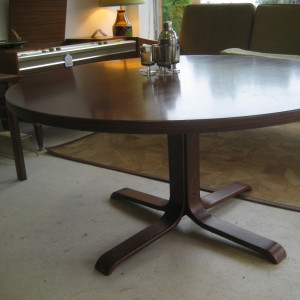 G Mobel round pedestal coffee table - walnut and bent-ply. Sweden c1970